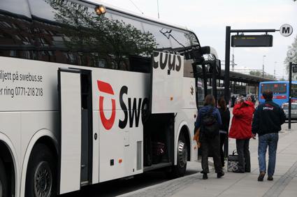 En av Swebus expressbussar i Örebro. Företaget har den senaste tiden fått en kraftig resandeökning på sträckan Örebro - Västerås -Stockholm. Foto: Ulo Maasing.