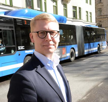 Trafiklandstingsrådet Kristoffer Tamsons löser politiska knutar om taxan för mer än halva Sveriges kollektivtrafik. Foto: Ulo Maasing.