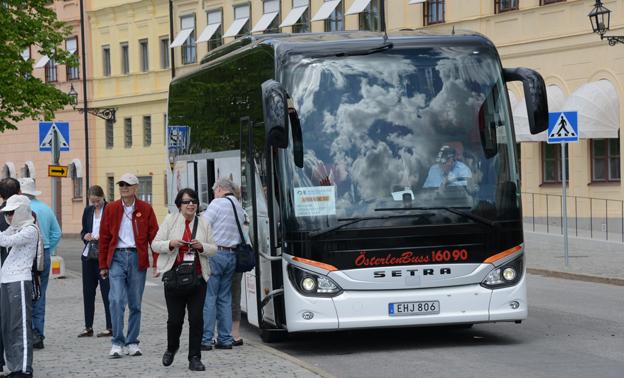 Utländska turister på sightseeing i Stockholm. Regeringen satsar mer på marknadsföring av Sverige i utlandet. Foto: Ulo Maasing.
