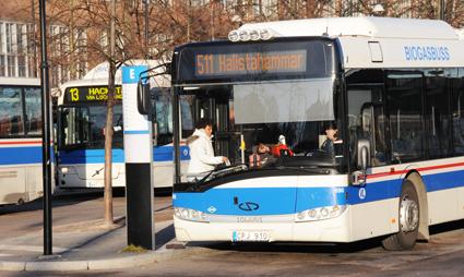 Nu kan resenärer med Swebus expressbussar köpa sin lokaltrafikbiljett i Västeråstrakten redan ombord på expressbussen. Foto: Ulo Maasing.