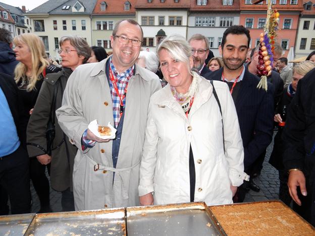 Göran Landahl och Marianne Lidvall från Lundwall Travel tog ett litet mellanmål på väg till ett av GTM:s kvällsarrangemang.