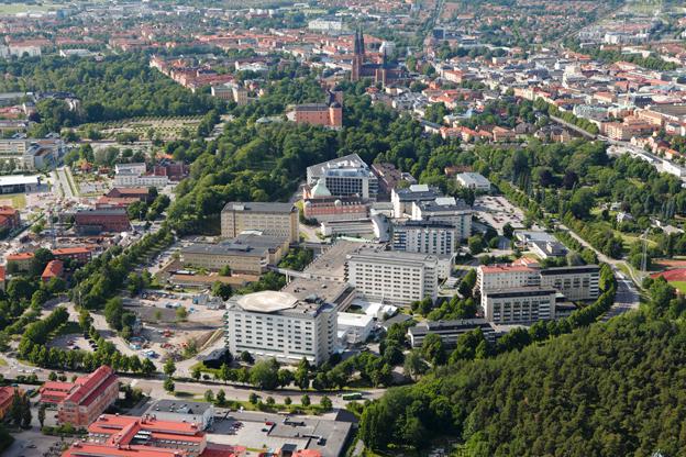 Akademiska sjukhuset i Uppsala idag. Nu står sjukhuset inför en stor utbyggnad och samtidigt kan det bli stopp för busstrafik på sjukhusområdet. Foto: Akademiska sjukhuset.