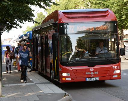 89 procent av bussarna i kollektivtrafiken i Stockholms län drevs förra året med förnyelsebara drivmedel, som denna biodieselhybrid på SL:s linje 72. Foto: Ulo Maasing.