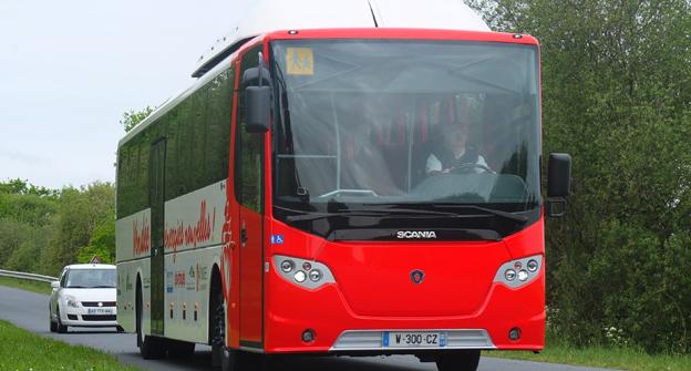 Scania testar nu en OmniExpress 320 med euro 6-motor och avsedd för gasdrift. Foto: Scania.