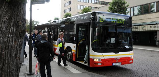 Innan årsskiftet ska det gå att betala pinfritt med kontokort på alla bussar som kör åt Jönköpings Länstrafik. Först ut blir stadsbussarna i Jönköping. Foto: Ulo Maasing.