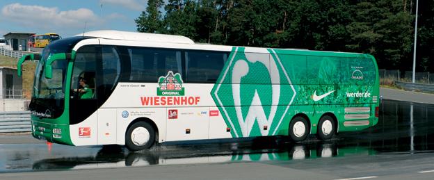 Bussar för idsrottslag har blivit något av en specialitet för MAN. I fortsättningen ska dessa få sin slutliga utrustning och inredningen vid MAN:s första Bus Modification Centre. Foto: MAN.
