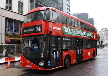 Londons, nya spektakulära dubbeldäckare, hybridbussen New Bus For London, är designad och tillverkad av Wrightbus. Foto: Ulo Maasing.