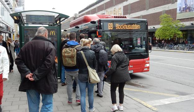 SL-resenärerna får från september betala 900 kronor för ett 30-dagarskort. Foto: Ulo Maasing.