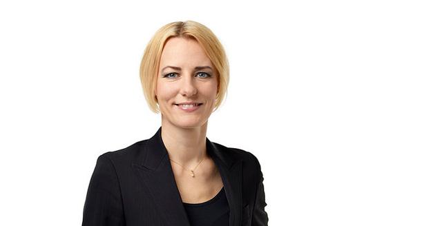 Socialdemokraternas gruppledare i Stockholms läns landsting, Erika Ullberg, tillbakavisar Leif Pagrotskys förslag om nolltaxa i kollektivtrafiken. Foto: Socialdemokraterna.