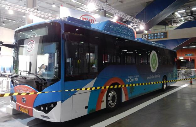 Naturligtvis finns också den offensiva kinesiska busstillverkaren BYD på plats med en utvecklad version av sin eldrivna stadsbuss. Foto: Ulo Maasing.
