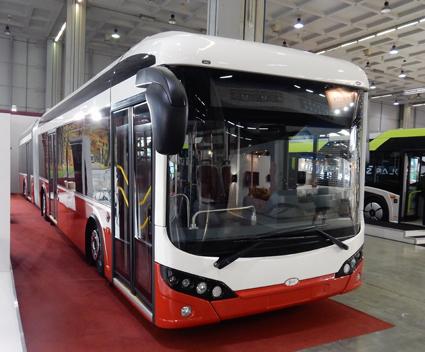 Turkiska Bozankaya visade för första gången sin navmotordrivna elbuss Sileo som 18-meters ledbuss. Foto: Ulo Maasing.