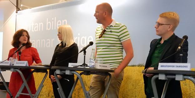 Fyra landstingsråd från Stockholm med samsyn om BRT. Från vänster: Nanna Wikholm(S), Malin Karlsson(MP), Gustav Hemming(C) och Kristoffer Tamsons(M). Foto: Ulo Maasing.