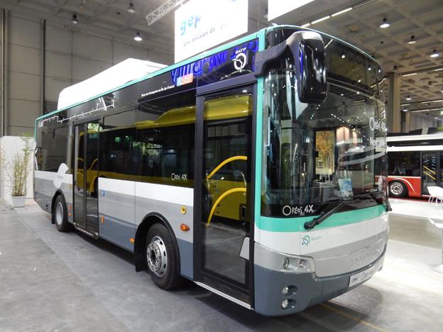 Franska GépéBus presenterar en eldriven midibuss som går i trafik för lokaltrafiken i Paris, RATP. Foto: Ulo Maasing.