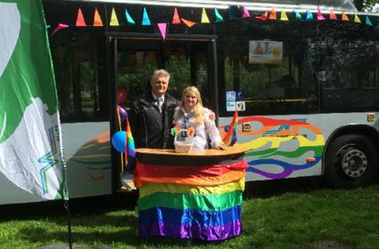 Arriva och Hallandstrafiken medverkade i första Halmstad Pride.