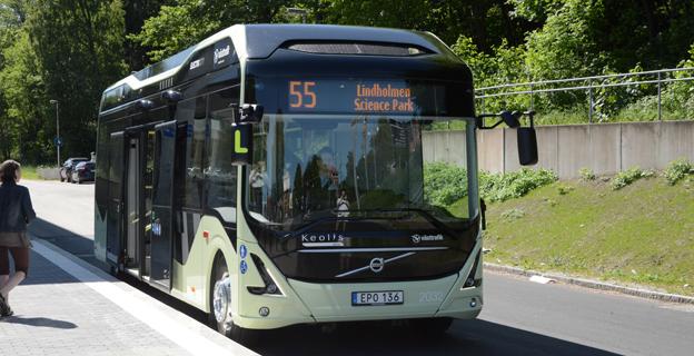 Klockan 14 på måndagen rullade elbusslinjen i Göteborg, linje 55, igång. Foto: Ulo Maasing.