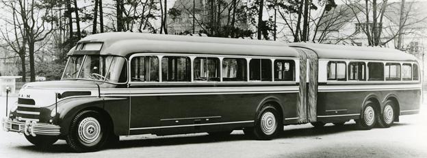 1953 visade MAN på IAA-mässan upp sin allra första ledbuss.