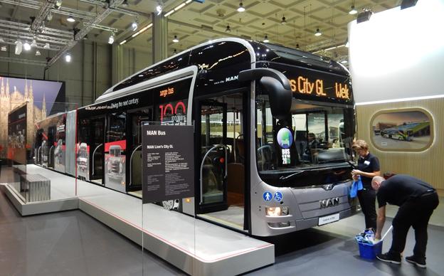 Även MAN visar en BRT-buss, en dieseldriven extra lång Lion´s City. Foto: Ulo Maasing.