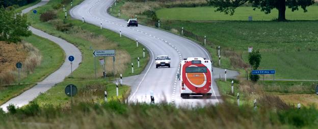 Ett tjugotal busslinjer på landsbygden i Östegötland kan komma att läggas ner. Istället förbereder regionen en stor satsning på anropsstyrd trafik. Foto:ÖstgötaTrafiken.