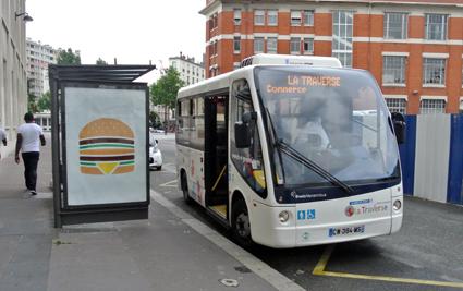 Idag finns en handfull små elbussar i trafik i Paris. De kör på att par stadsdelslinjer. Foto: Ulo Maasing.