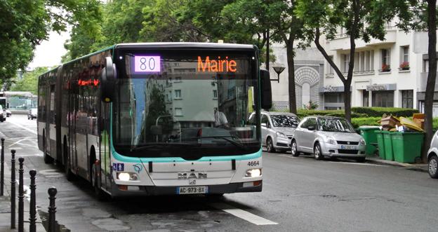 Blir snart ett fossil. 2025 ska all busstrafik i Paris vara fossilfri. 80 procent av de 4500 stadsbussarna ska vara eldrivna. Foto: Ulo Maasing.