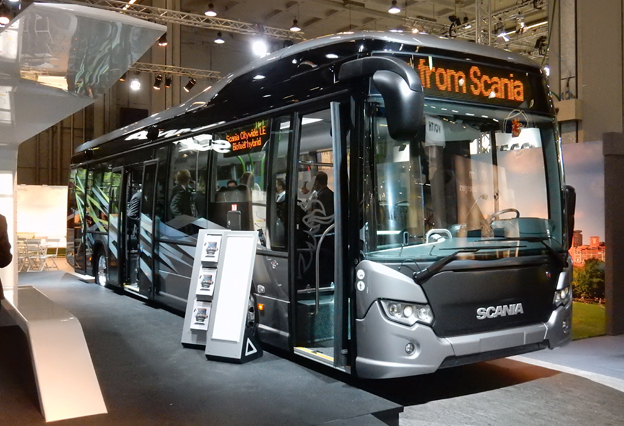 Scania visar i Milano Sin Citywide i långentréutförande och med biodieselhybriddrift. Foto: Ulo Maasing.