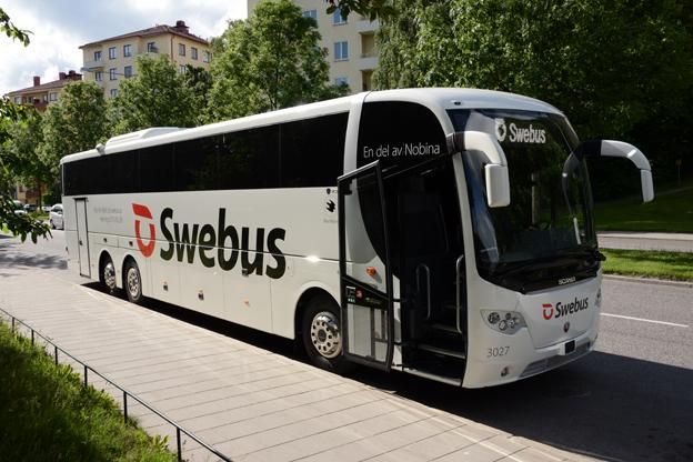 Tretton nya Scania OmniExpress med högre komfort än i Swebus´ övriga vagnpark ska hjälpa Swebus att möta konkurrensen från bland annat SJ:s snabbtåg. Vi mötte den första bussen när den levererades. Foto: Ulo Maasing.
