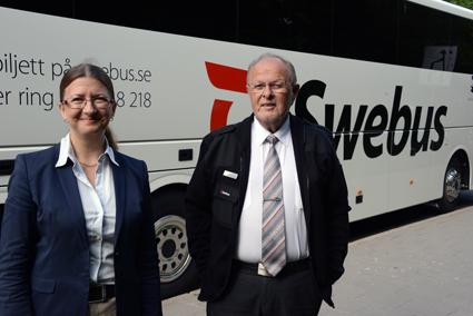 Swebus´ presschef Christel Grip tog emot den första bussen, körd av Jan Olov Brunzell. Foto: Ulo Maasing.