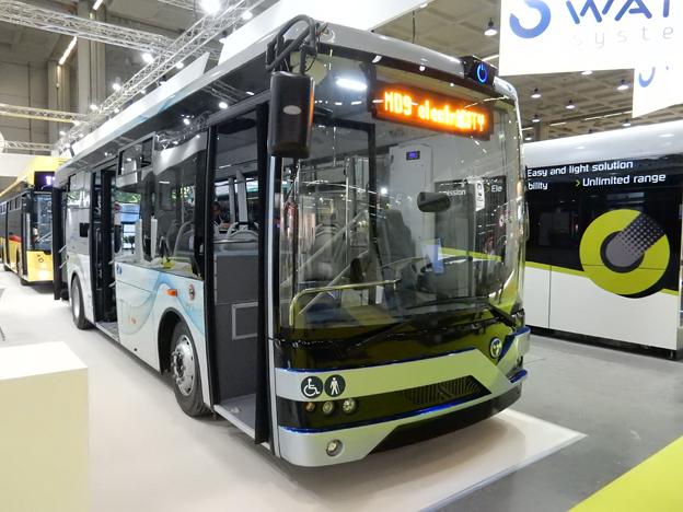 Den 9,5 meter långa MD9 har blivit en storsäljare för turkiska Temsa. Även i Sverige har modellen haft framgångar. Nu lanseras den också som batteridriven stadsbuss. Foto: Ulo Maasing.
