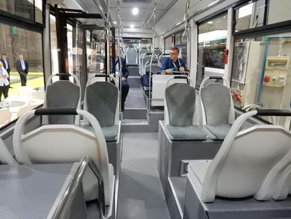Plats finns för 25 sittande och 25 stående passagerare plus en rullstol. Foto: Ulo Maasing.