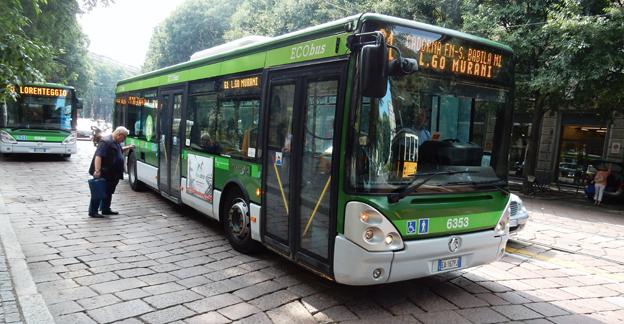 Stadsbussar i Milano. I juni nästan fördubblades nyregistreringarna av bussar i Italien. Foto: Ulo MAasing.