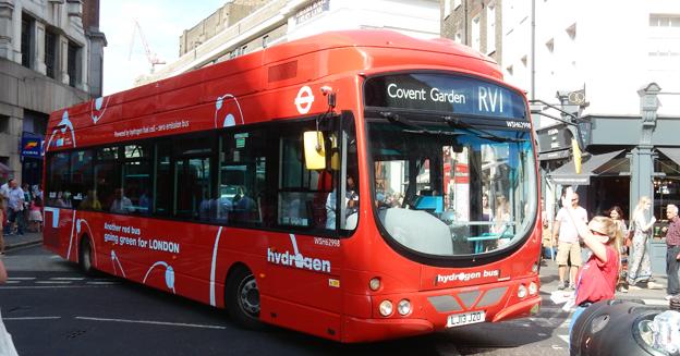 År 2020 ska alla 300 enplansbussar i centrala London vara antingen eldrivna eller bränslecellsdrivna som den här bussen på linje RVI i Covent Garden. Foto: Ulo Maasing.