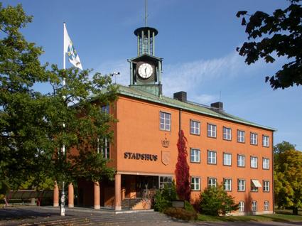 Stadshuset i Ludvika – här funderar man på nolltaxa i kollektivtrafiken. Foto: Holger Ellgaard/Wikimedia Commons.