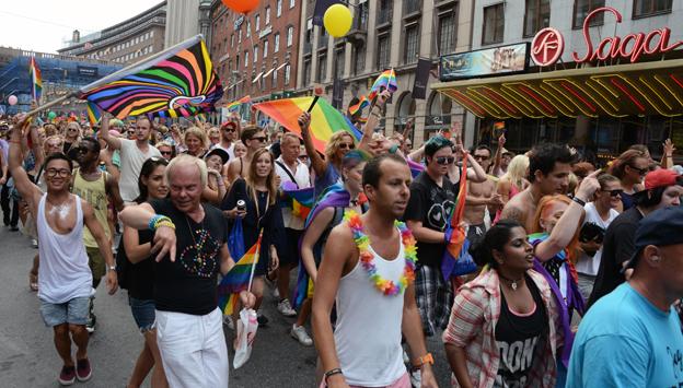 Arriva, Nobina och Taxi 020 backar upp Stockholm Pride. Foto: Ulo Maasing.