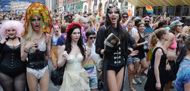 Buss- och reseföretag engagerar sig i flera fester under Stockholm Pride. Foto: Ulo Maasing.