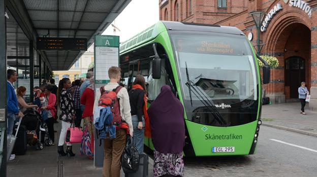 MalmöExpressen, linje 5 i Malmö, är en av de linjer där Skånetrafiken skärper kontrollerna. Bussarna har påstigning genom samtliga dörrar och ångt ifrån alla resenärer läser av sina kort i automaterna. Foto: Ulo Maasing.