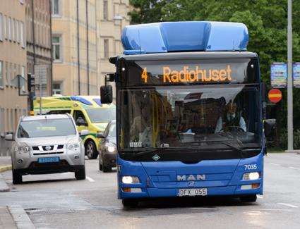 Om man tar bort alla busslinjer i Stockholms innerstad utom de blå stomlinjerna har ändå 90 procent av befolkningen högst 500 meter till kollektivtrafiken. Foto: Ulo Maasing.
