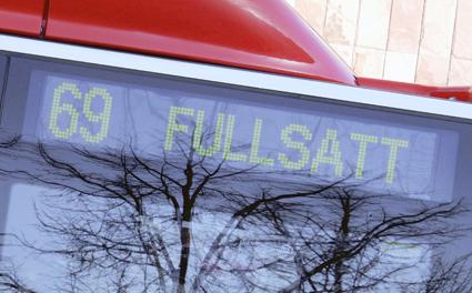 Blir en vanligare syn. Även om det är knökfullt på bussarna ska man bara i undantagsfall sätta in förstärkningsturer. Foto: Ulo Maasing.
