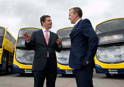 Den irländske transportministern invigde 90 nya dubbeldäckare från Volvo/Wrightbus hos Dublin Bus. Foto: Dublin Bus.