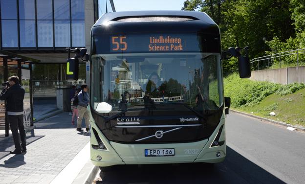 Dagens skatteregler diskriminerar elbussar som belastas av elskatt till skillnad från spårtrafik. Foto: Ulo Maasing.