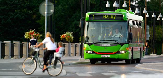 Linje 1 är en av de stadsbusslinjer i Eskilstuna som står inför nerskärningar nästa år. Foto: P-O Quick.