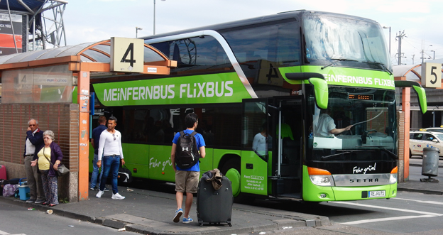 Mein Fernbus/Flixbus är giganten på den tyska expressbussmarknaden. Här på Kölns busstation. Foto: Ulo Maasing.