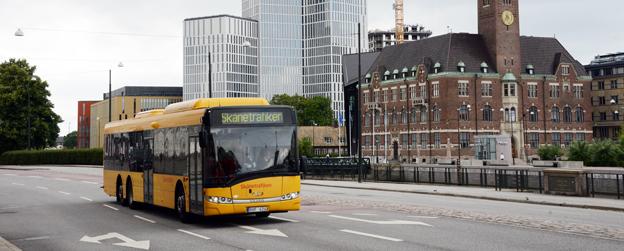 Skånetrafiken skärper kontrollen på bussarna för att få stopp på mobilprat, sms:ande och filmtittande förare. Foto: Ulo Maasing.
