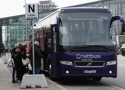 En expressbuss i Sverige tyngs av bortåt 300 000 kronor om året i skatter. Foto: Ulo Maasing.