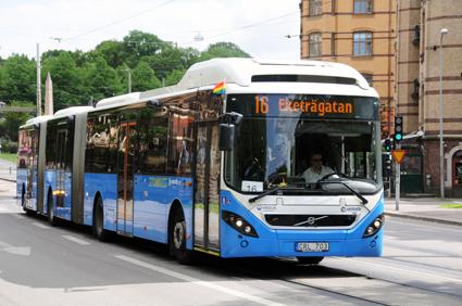 Blått och vitt dominerar svenska bussar – som dessutom blir allt större. Dubbelledbussarna har ökat kraftigt i antal. Foto: Ulo Maasing.