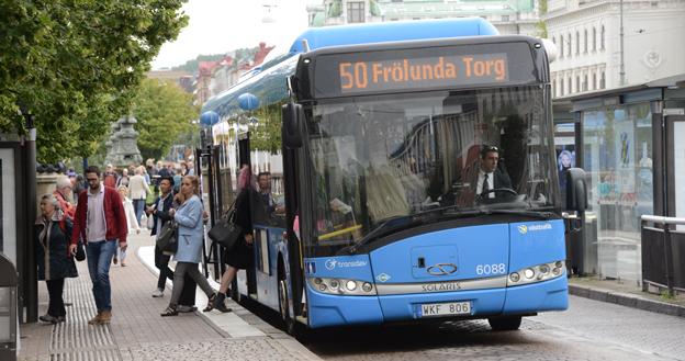 Transdev Sverige  lyfte i fjol rörelseresultatet kraftigt. Här är en av företagets bussar i trafik för Västtrafik i Göteborg. Foto: Ulo Maasing.
