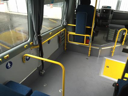 Båda versionerna har en rulltolsplats. Rullstolen kan placeras antingen i färdriktningen med trepunktsbälte eller med ryggen mot färdriktningen.