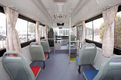 Yutong E6 har plats för 36 passagerare, varav 12 sittande. Bilder: Yutong.