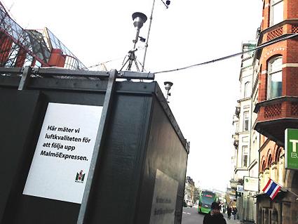 Sedan Malmöexpressen började sin trafik har luften på den hårt belastade Amiralsgatan i Malmö blivit bättre. Foto: Malmö stad.