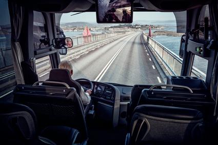 Bussförarna har gått igenom utbildningen och fått sina yrkeskompetensbevis i tid, konstaterar Transportstyrelsen. Foto: Volvo Bussar.
