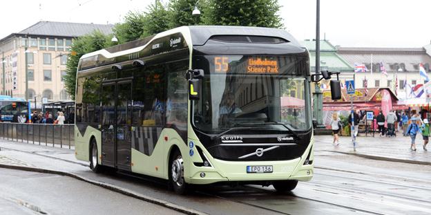 Elbussarna på linje 55 i Göteborg får högt betyg av resenärerna enligt en undersökning som Västtrafik har gjort. Foto: Ulo Maasing.